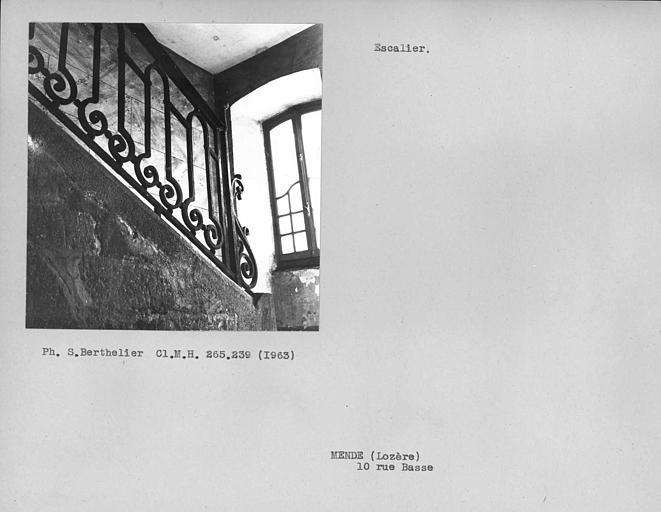 Rampe en fer forgé de l'escalier de la cour intérieure