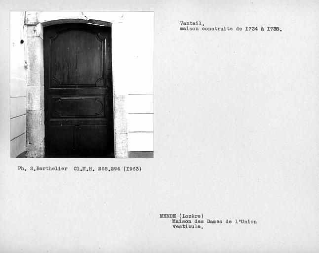 Vantail de la grande porte du vestibule