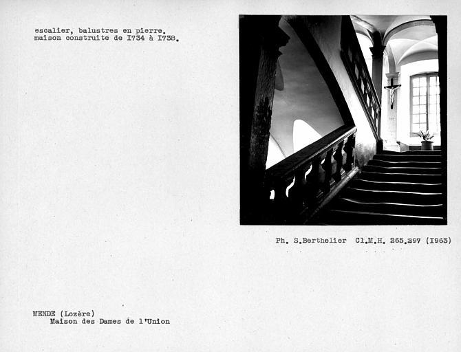 Escalier, balustres en pierre