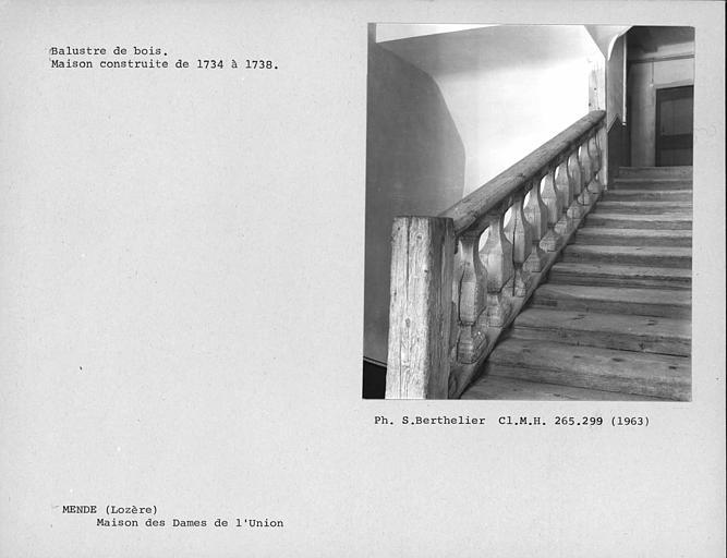 Balustres de bois de l'escalier