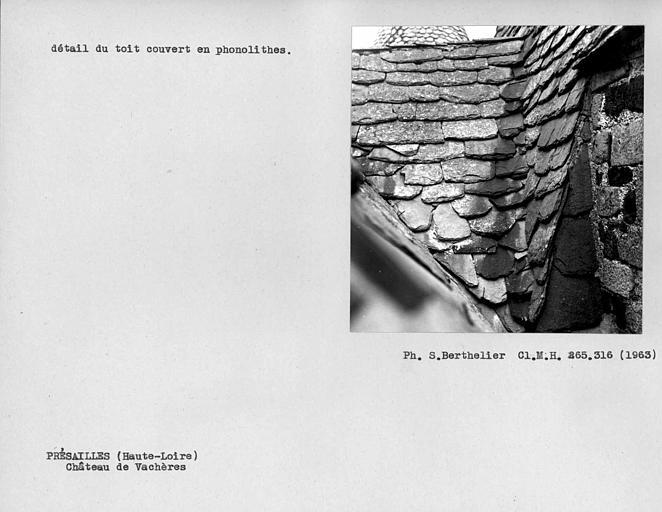 Détail du toit couvert en phonolithes
