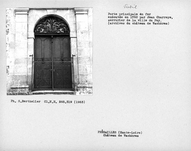 Vantaux de la porte en fer de l'entrée principale