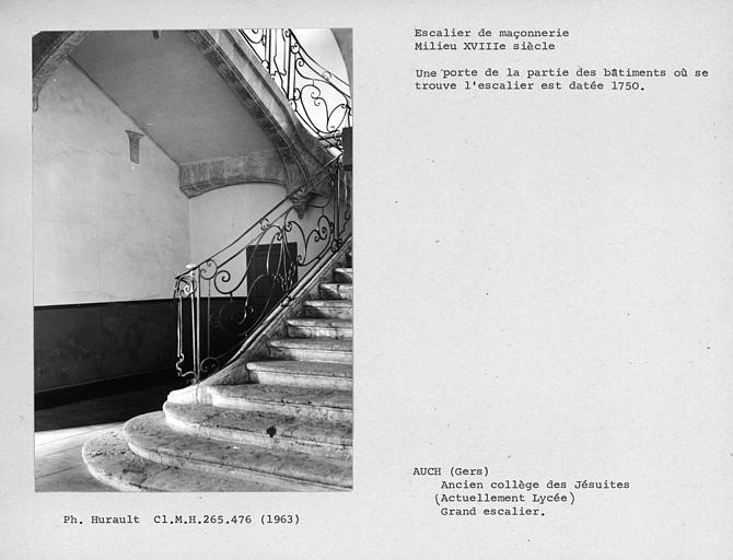 Deux volées d'escalier