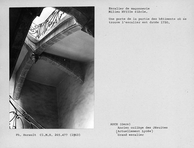 Intrados du palier de repos de l'escalier entre le rez-de-chaussée et le premier étage