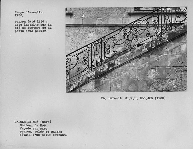 Rampe en fer forgé de la volée gauche de l'escalier monumental, façade sur parc