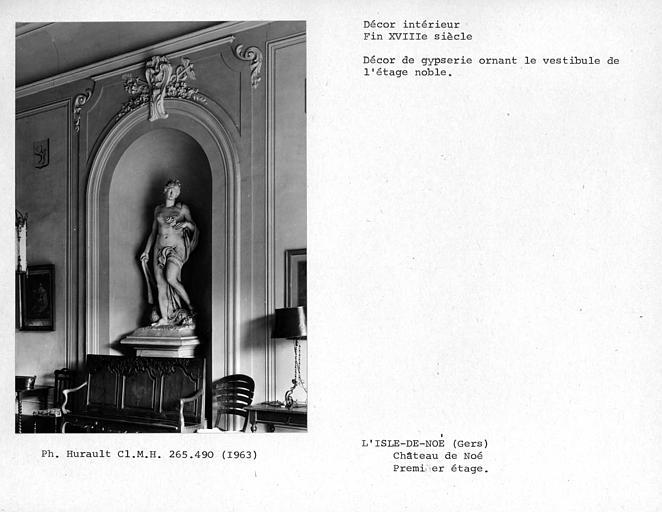 Décor de gypserie ornant le vestibule du premier étage, niche