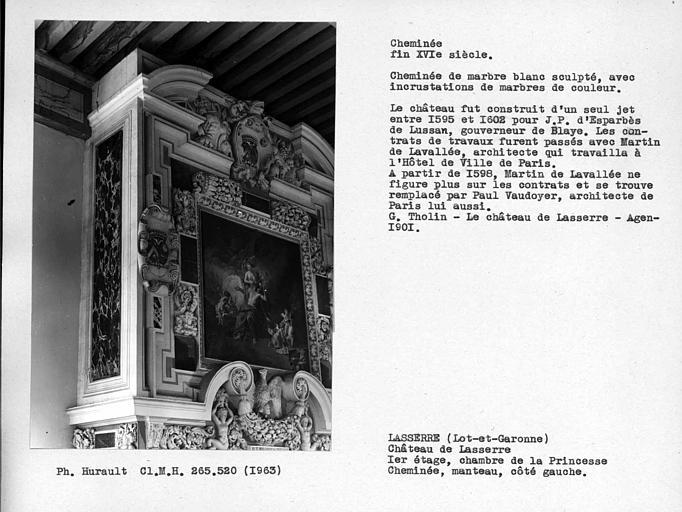 Cheminée en marbre de la deuxième chambre au-dessus du salon au premier étage. Manteau 3 ; 4 gauche