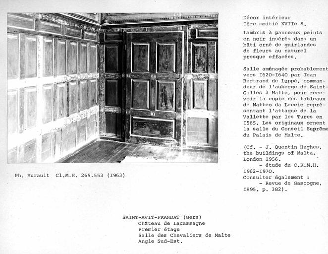 Décor de la salle des Chevaliers de Malte, porte à gauche de la cheminée et lambris