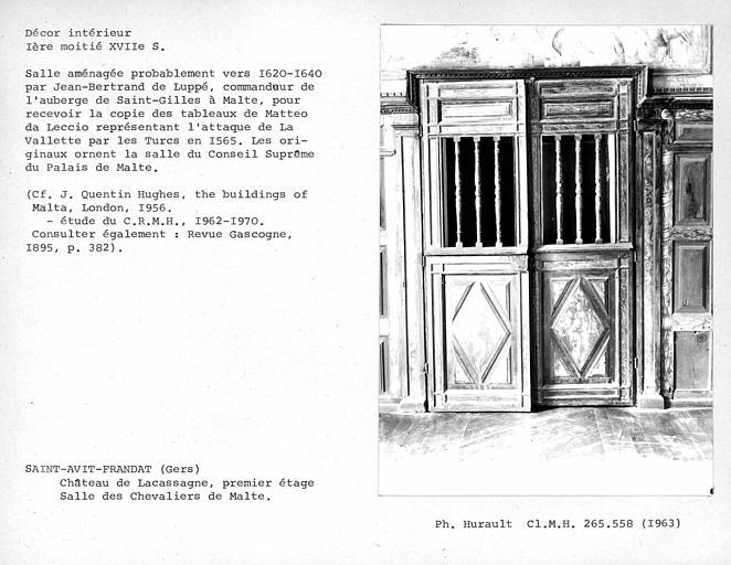 Décor de la salle des Chevaliers de Malte, porte opposée à la cheminée côté salle