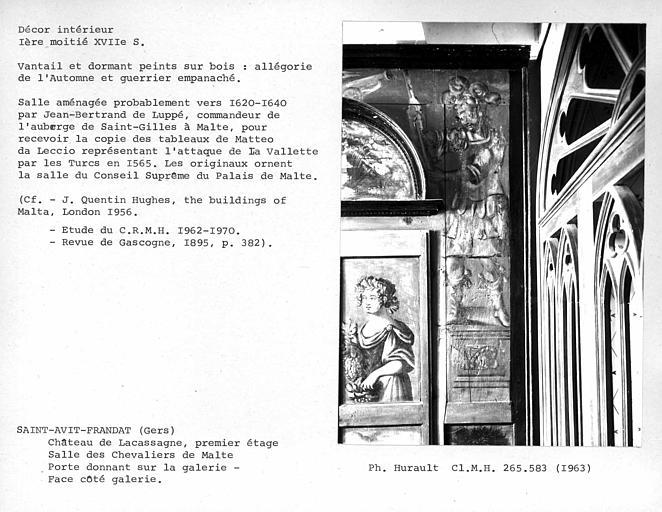Décor de la salle des Chevaliers de Malte, porte donnant sur la galerie, vantail et dormant peints sur bois