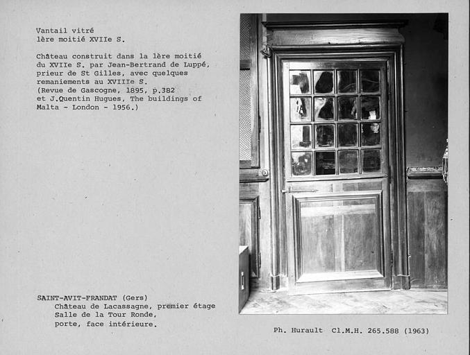 Vantail vitré de la porte de la salle de la Tour ronde au premier étage