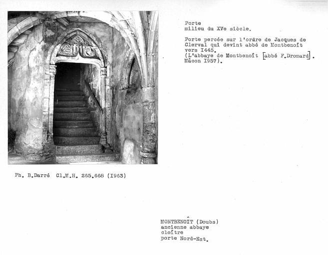 Porte nord-est du cloître