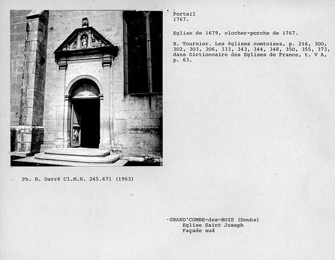Portail de la façade latérale sud