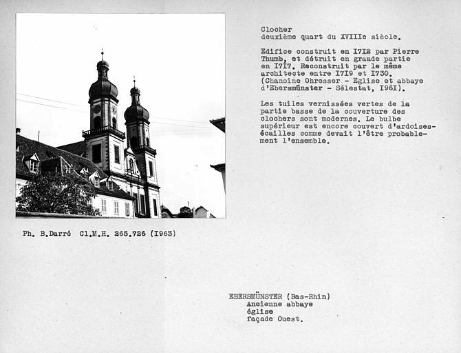 Clochers bulbeux recouvert de tuiles vernissées de la façade ouest