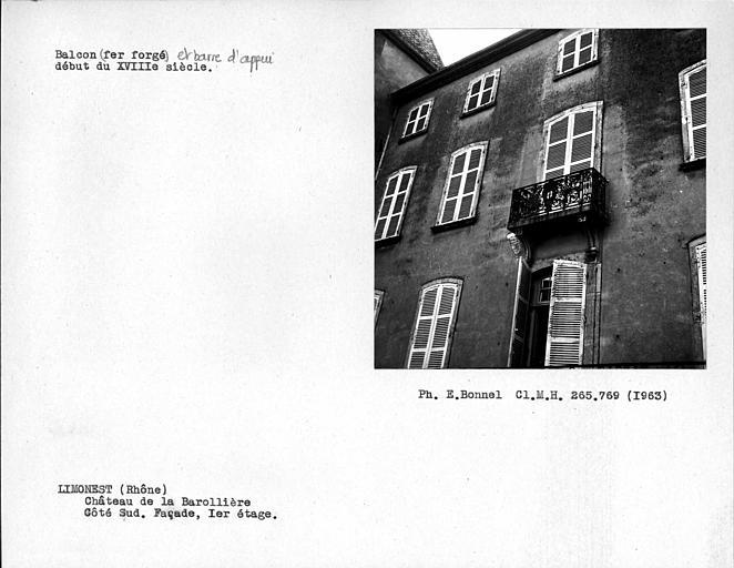 Balcon en fer forgé du premier étage de la façade sud