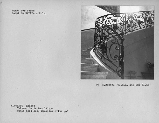Rampe en fer forgé de l'escalier à l'angle nord-est de la cour intérieure
