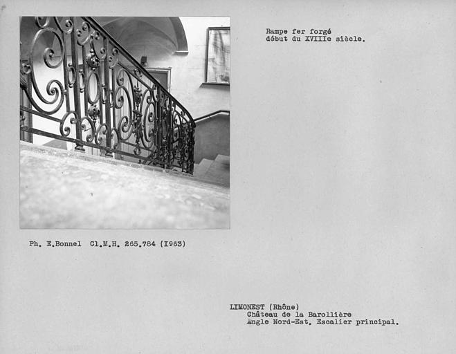 Rampe en fer forgé de l'escalier à l'angle nord-est