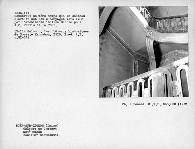 Consoles supportant les marches du grand escalier