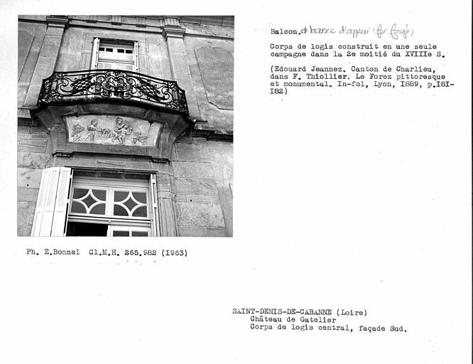 Balcon en fer forgé du corps de logis central de la façade sud