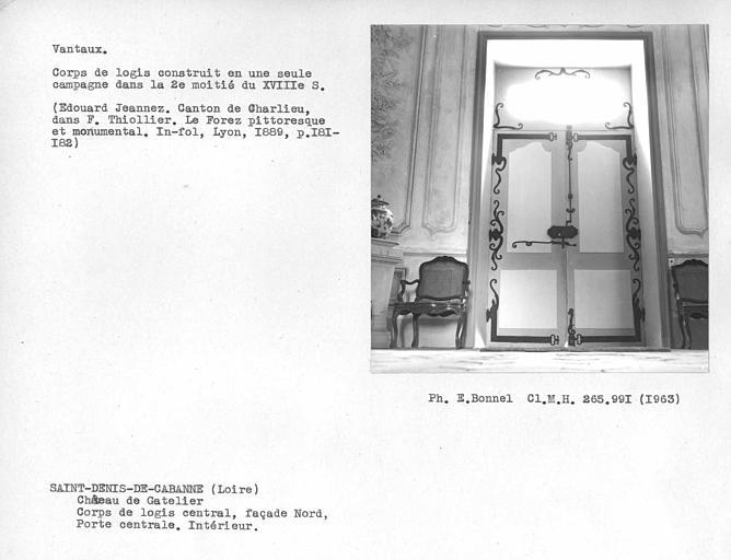 Façade nord, intérieur des vantaux de la porte du corps central, serrurerie