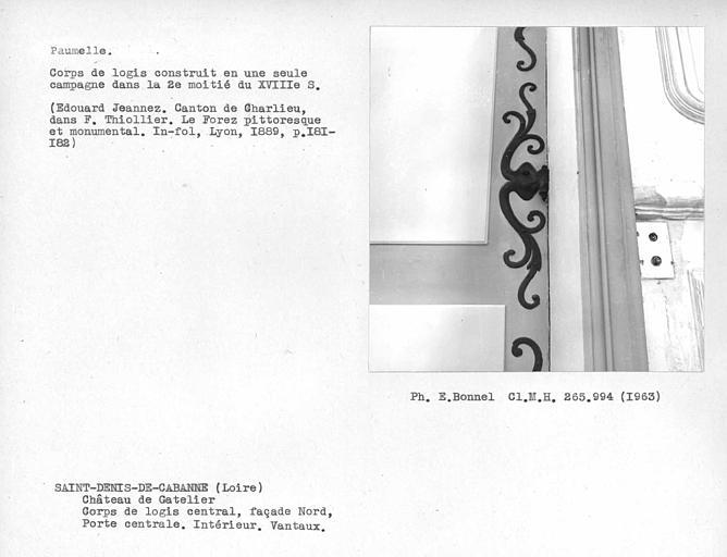Façade nord, intérieur des vantaux de la porte du corps central, paumelle