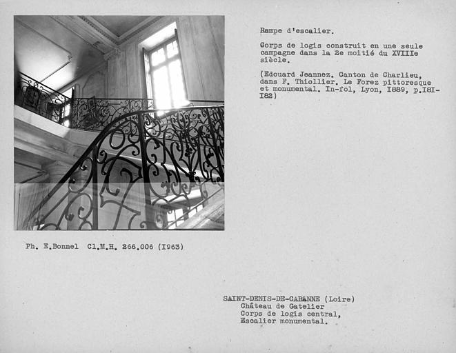 Rampe en fer forgé de l'escalier monumental
