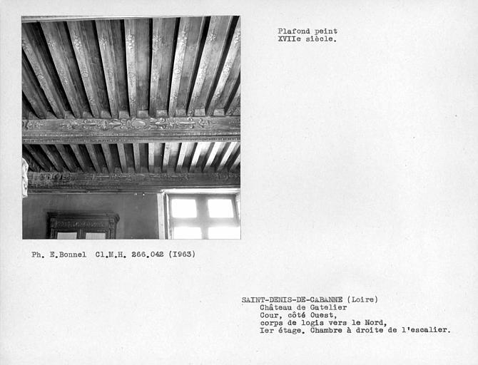 Cour intérieure nord côté ouest, plafond peint de la chambre à droite de l'escalier au premier étage du pavillon