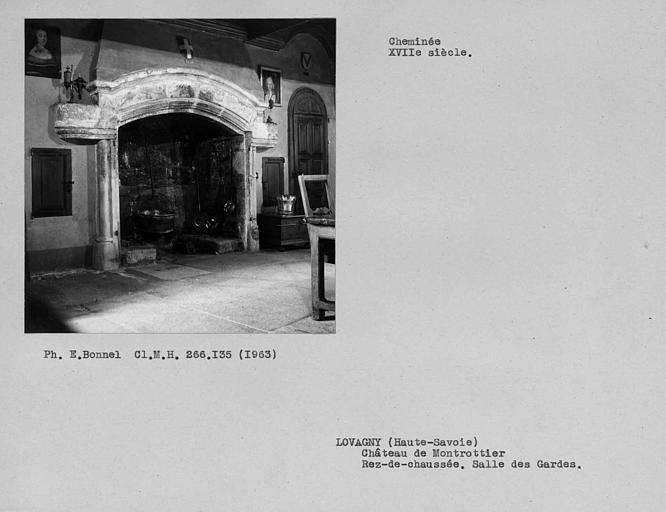 Cheminée de la salle des gardes, cour intérieure