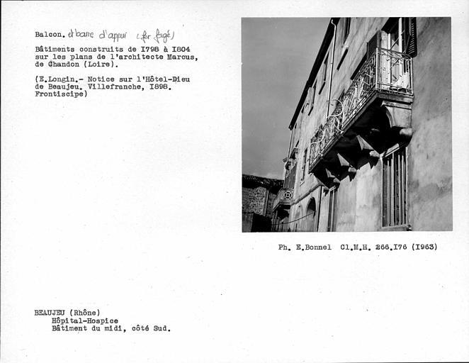 Appui en fer forgé du balcon du bâtiment du midi