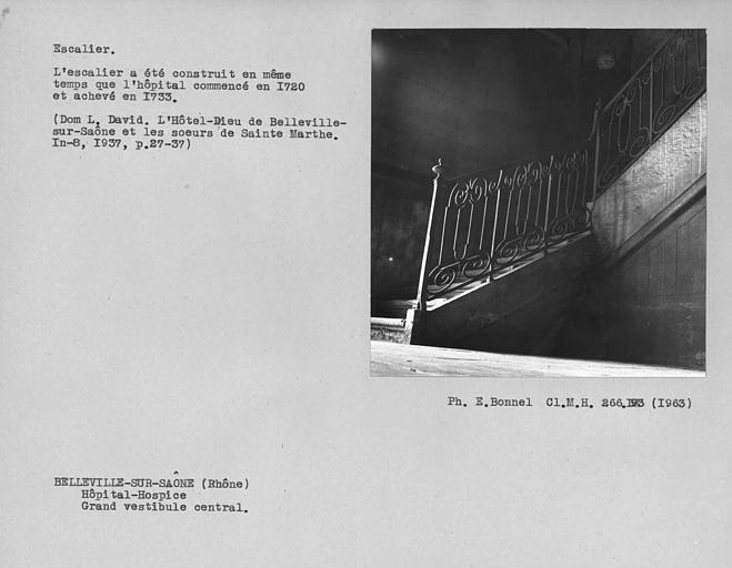 Rampe en fer forgé de l'escalier monumental du vestibule