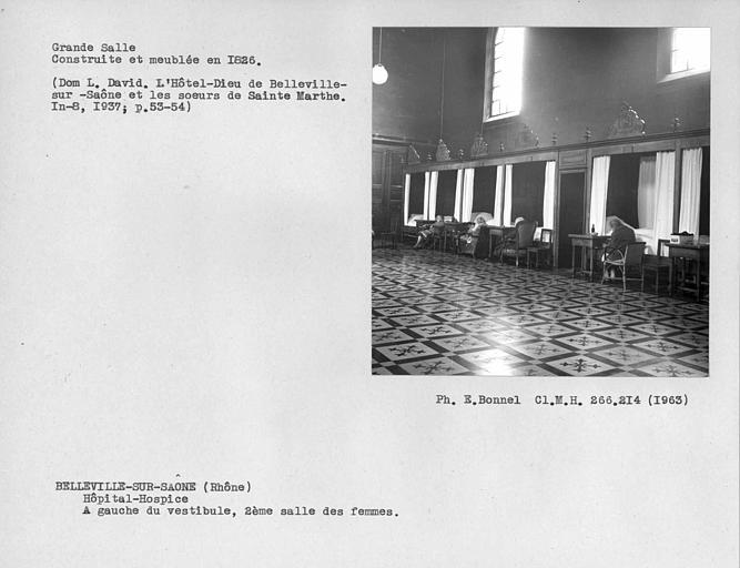 Deuxième salle de malades à gauche du vestibule