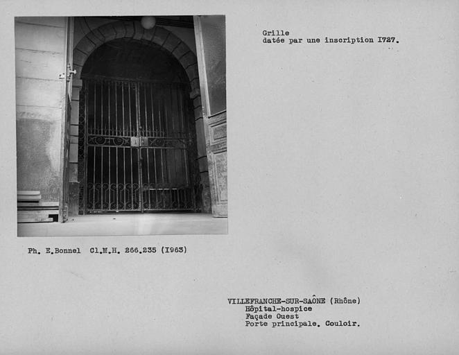 Grille de la porte principale de la façade