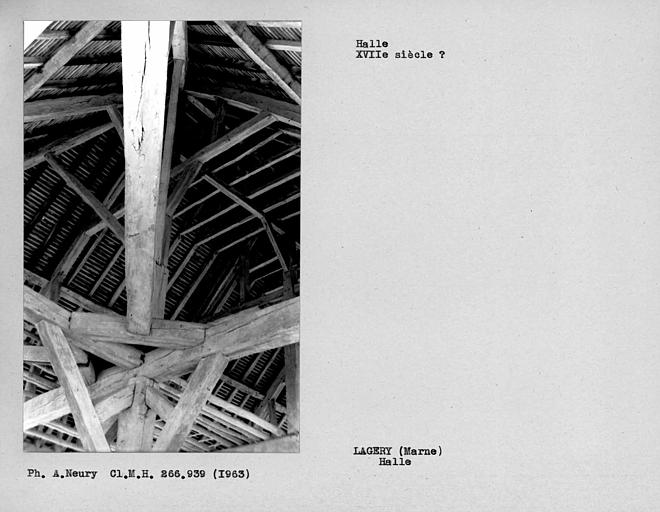 Vue intérieure de la halle, détail de la charpente
