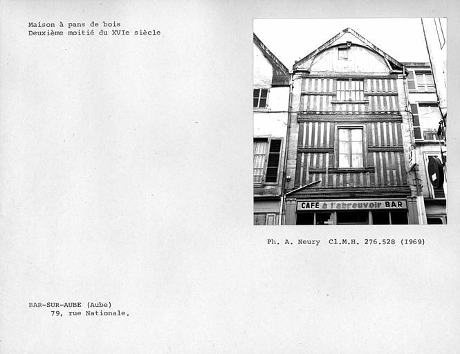 Maison en pan-de-bois, vue d'ensemble de la façade