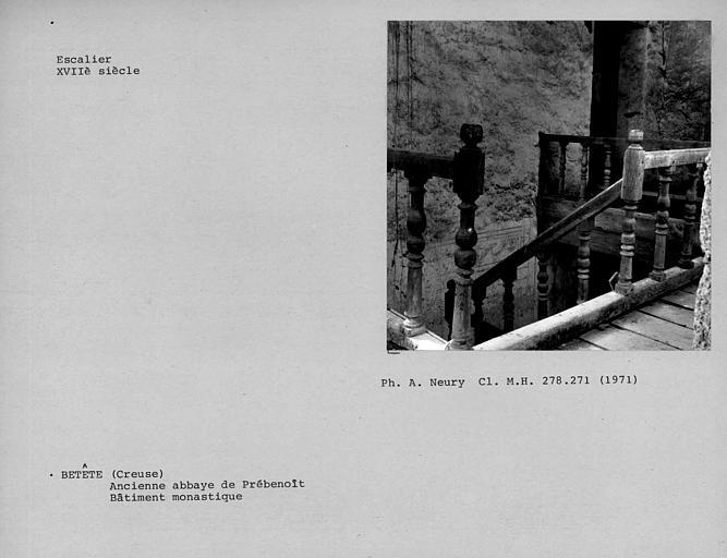Rampe à balustres de bois au premier étage de l'escalier des bâtiments conventuels