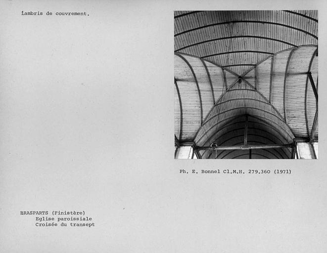 Eglise paroissiale. Charpente lambrissée de la croisée du transept