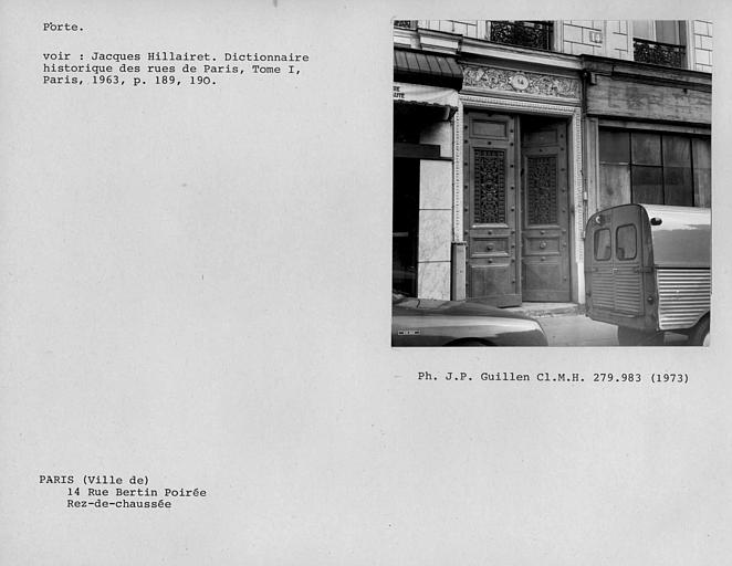 Détail de la porte du rez-de-chaussée de la façade