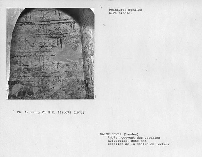 Peintures murales du mur de l'ancien escalier de la chaire de lecteur, côté est du réfectoire : faux appareil
