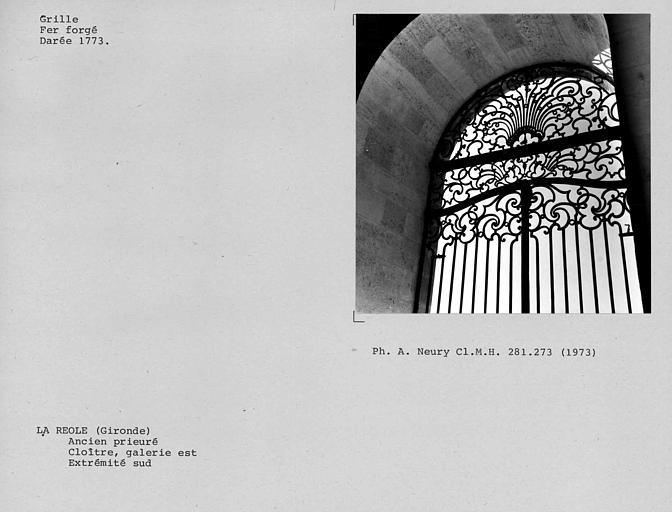Détail de la grille en fer forgé de la galerie est du cloître, à l'extrémité sud