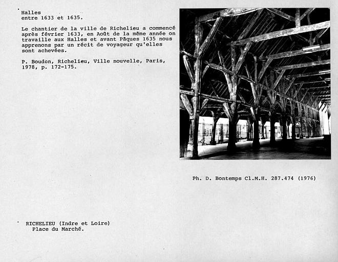 Vue intérieure des halles, charpente de bois