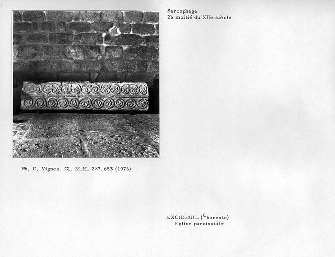 Sarcophage aux faces sculptées