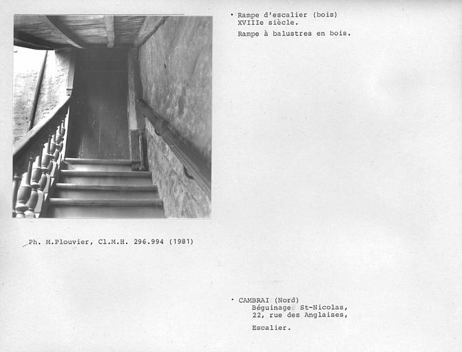 Rampe d'escalier à balustres en bois