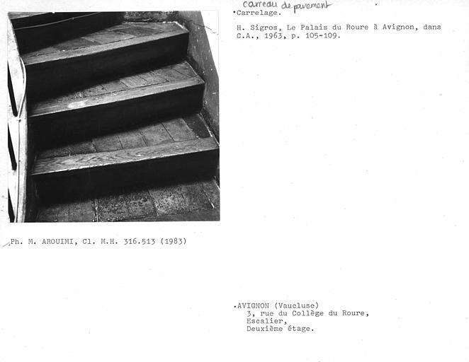 Pavement des marches de l'escalier intérieur