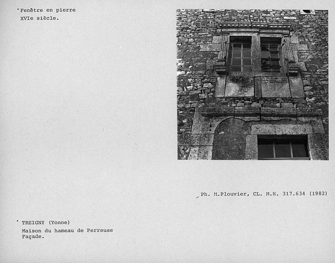 Fenêtre en pierre de la façade
