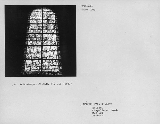 Chapelle nord, mur est. Vitrail de la fenêtre