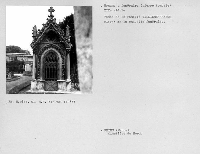 Tombe de la famille Willième-Briaine, entrée de la chapelle funéraire