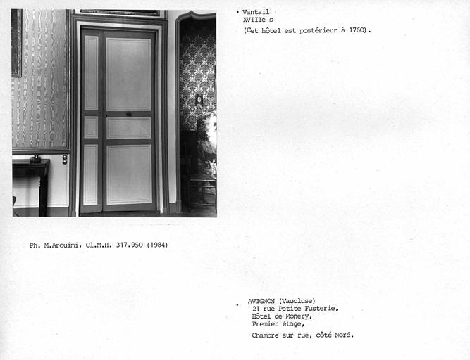 Lambris de porte de la chambre droite au premier étage