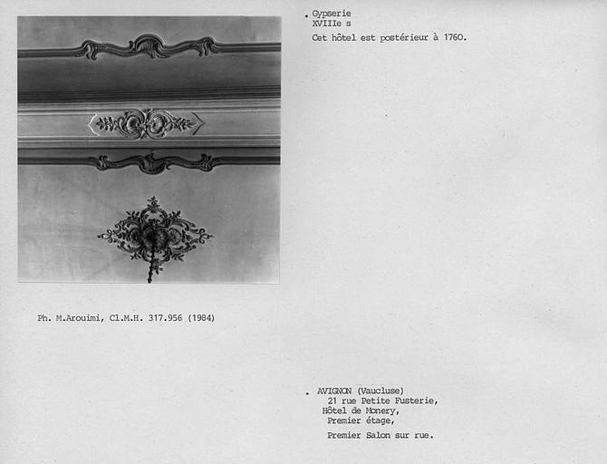 Gypserie du plafond du premier salon sur rue au premier étage