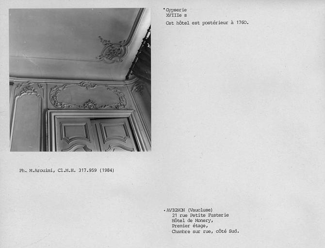 Gypserie du dessus de porte et plafond de la chambre gauche au premier étage