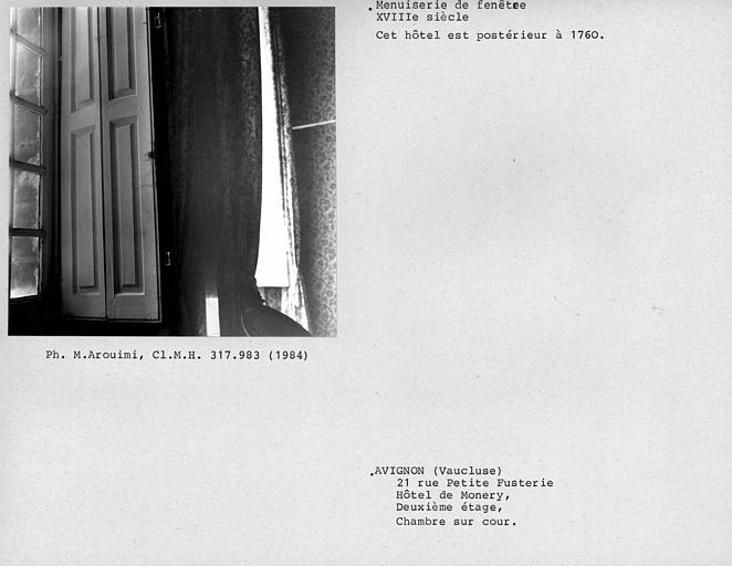 Volet de fenêtre de la chambre sur cour au deuxième étage